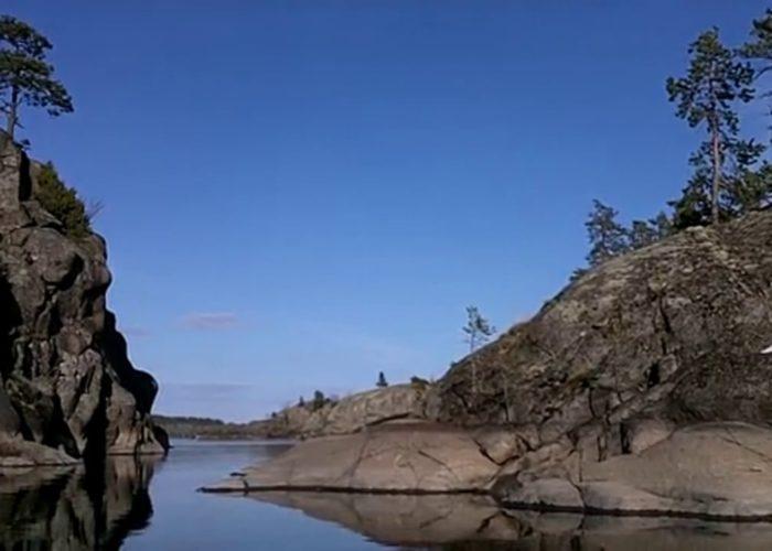 Проход между скалистыми островами